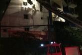 Hà Nội: Cháy nhà trong đêm, xe thang cứu 5 người thoát chết