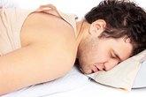 5 tư thế ngủ khiến nam giới bị yếu sinh lý