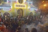 Người dân Hà thành nô nức đi lễ chùa ngày đầu năm