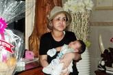Hình ảnh xúc động của mẹ chồng MC Quỳnh Chi bên cháu nội