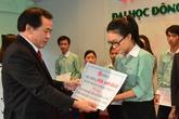 Trao học bổng cho sinh viên khó khăn tại Đại học Đông Á Đà Nẵng