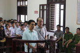 12 năm tù giam cho 2 kiểm lâm nhận hối lộ