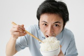 Ăn cơm gạo càng trắng càng mau chết