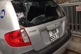 Gây tai nạn bỏ chạy, tài xế taxi bị dân lột áo hành hung