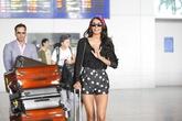 Hoa hậu thế giới 2011 xuất hiện giản dị ở sân bay Tân Sơn Nhất