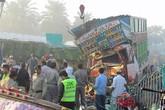 Xe tải tông sập nhà, 7 anh chị em chết thảm