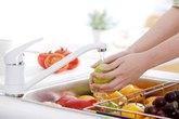 7 cách khử thuốc trừ sâu trong rau quả