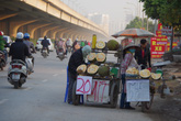 """Hà Nội: Cẩn thận với hoa quả """"đặc sản"""" giá siêu rẻ la liệt đường vành đai 3"""