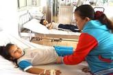 Bình Dương: 15 học sinh tiểu học nhập viện do ngộ độc thực phẩm