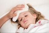 Khi trẻ sốt cao, dùng đường uống hay thuốc đặt hậu môn?