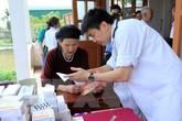 Khám, phát thuốc miễn phí cho 2.500 người nghèo