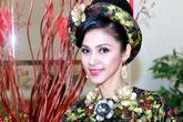 Vẻ đẹp không tuổi của Việt Trinh