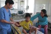 Một bệnh nhi bị sốt xuất huyết Dengue thể não được cứu sống