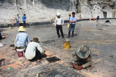 Cận cảnh tượng đài Mẹ Việt Nam Anh hùng hơn 400 tỷ vừa xong đã nứt gạch