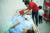 Bất ngờ trước dáng vẻ tất bật của MC Phan Anh tại bệnh viện Phụ sản Trung Ương