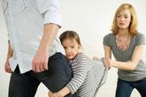 Phải làm gì khi gia đình vợ cấm thăm con?