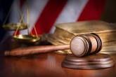 Ông lão đấm vào mặt vợ ở phiên tòa ly hôn