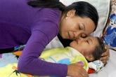 Nỗi lòng người mẹ trong vụ giải cứu bé gái kẹt dưới lòng đất