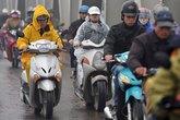 Người Hà Nội co ro trong tiết trời lạnh nhất từ đầu mùa