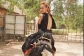 Minh Hằng khoe lưng trần bên đà điểu, Trương Thị May ngủ trên lưng ngựa