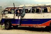 Tai nạn xe buýt kinh hoàng, hàng chục người thương vong