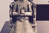 Thu giữ hai bức tượng thần bằng ngà voi nhập lậu