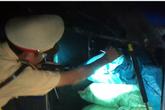 CSGT bắt được xe khách chở 2 tạ chất kịch độc!