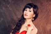 """Đằng sau cuộc sống xa hoa của """"ca sĩ  nhà trăm tỉ"""" Trang Nhung"""