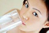 Tác hại khi không uống nước vào buổi sáng?