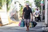 Cha già 94 tuổi ngày đi gần 20 km bán bánh giò nuôi con