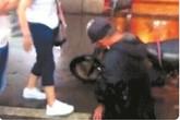 Ông lão bị bắt quỳ giữa phố xin lỗi vì làm vỡ màn hình iPhone 6