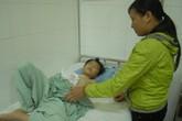 Bé trai 8 tuổi dập nát cả bàn tay vì sạc đèn pin phát nổ