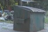 Phát hiện bé sơ sinh bị vứt trong thùng rác