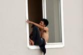 """Hà Nội: Lời khai nam thanh niên """"ngáo đá"""", """"làm xiếc"""" trên tầng 21 chung cư"""