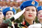 Nữ quân nhân xinh đẹp dẫn đầu đoàn diễu binh khối Quân y khiến dân mạng mê đắm