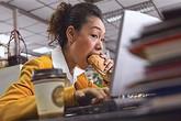 7 thói quen xấu trong ăn uống bạn nên từ bỏ
