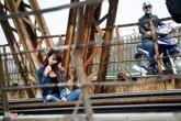 Giỡn với tử thần trên cầu Long Biên