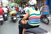 """Thót tim với cảnh bố mẹ cho con """"làm xiếc"""" trên xe máy"""