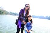Con gái Trương Ngọc Ánh sành điệu bên mẹ