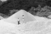 Tuyên Quang: Trăm hộ dân khốn khổ vì mỏ đá
