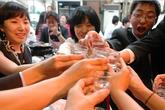 Những sai lầm khiến bạn dễ say rượu trong tiệc Tết