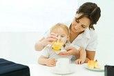 Có nên cho bé 8 tháng tuổi uống nước cam