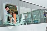 Khẩn cấp điều tra, xử lý vụ 5 xe khách bị ném đá