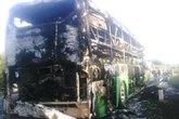 Xe khách cháy rụi, 46 người thoát chết trong gang tấc