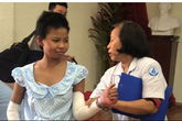 Cháu bé 12 tuổi bị mẹ tưới xăng đốt được xuất viện