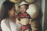 Con gái Trang Nhung cười tít mắt khi được đi chơi Tết ở Hà Nội