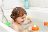 """Bài học """"đắt giá"""" của người mẹ bỏ con trong phòng tắm một mình"""
