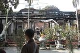Khung cảnh trơ trụi trong ngôi chùa cổ bên hồ Tây sau khi bị lửa thiêu rụi