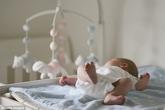 Bé gái 4 tuần tuổi bị chấn thương nghiêm trọng do cha mẹ gây nên