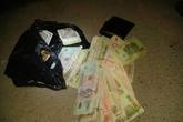 Cảnh sát giao thông nhặt được bọc tiền lớn rơi trên quốc lộ 1A